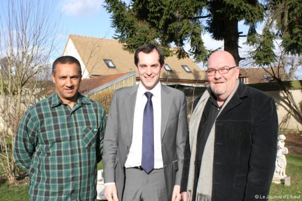Nicolas Bay (au centre) était ce jeudi 27 février à Caudebec-lès-Elbeuf afin d'officilalierl a présence d'un liste Bleu Marine en mars aux Municipales, menée par Patrick Bellenger (à droite) et sur laquelle figure en 3e position Georges-David Nourry (à gauche).
