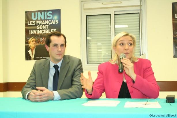 Aux côtés de Marine Le Pen, la tête de liste Nicolas Bay a assuré qu'il présenterait sa liste après la fin officielle des dépôts de candidatures en préfecture.